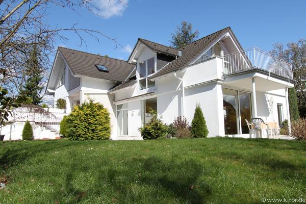 immobilie nr 10024 wei e landhausvilla mit einliegerwohnung immobilien ivd. Black Bedroom Furniture Sets. Home Design Ideas
